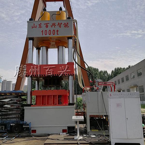 1000吨液压拉伸机